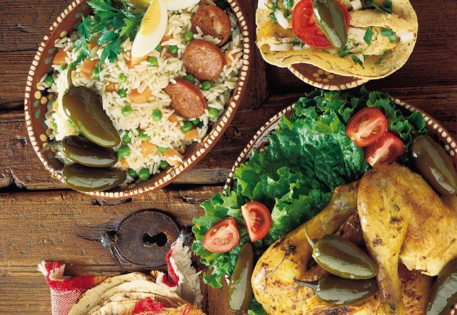 Piatti con cibo messicano