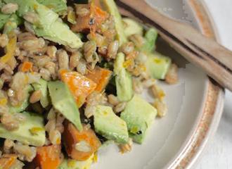 Insalata di riso, zucca, fagioli e avocado