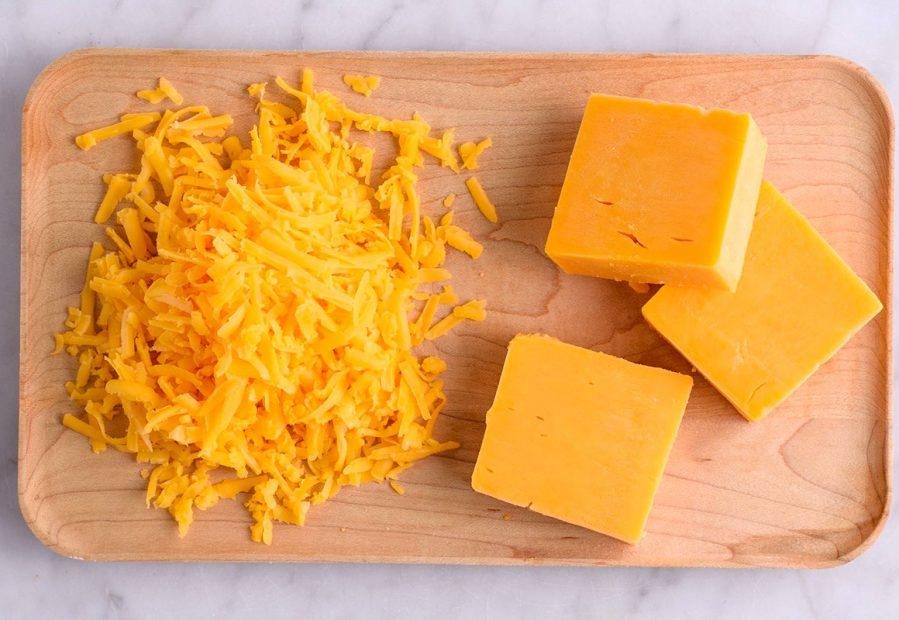 Formaggio Cheddar: origine e usi del formaggio arancione