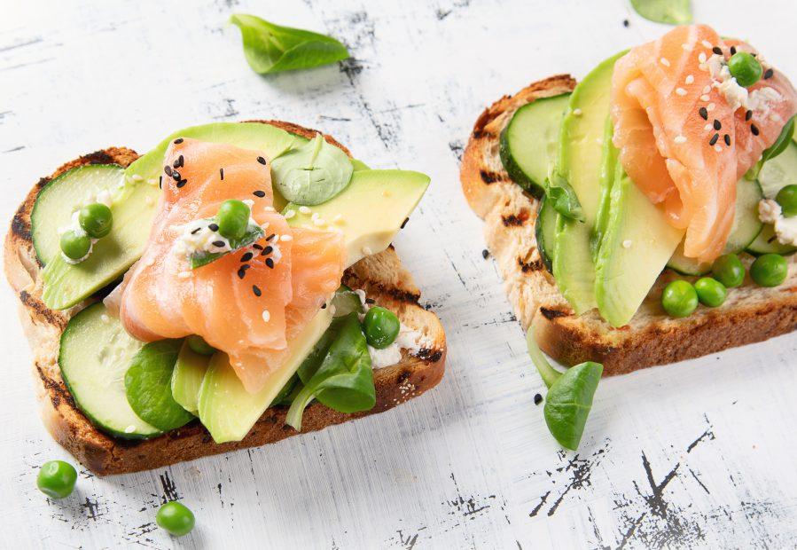 Salmone e avocado, 5 ricette light facili e veloci